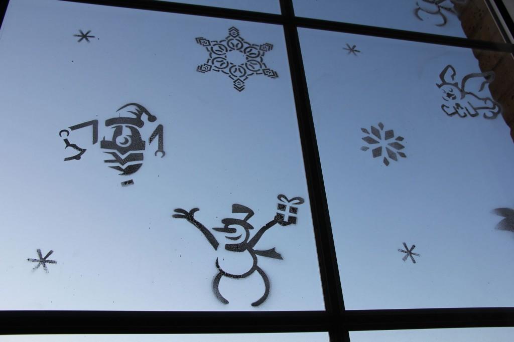 2014-1210-11416stensils_on_window